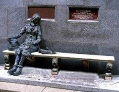 Eleanor-Rigby-statue